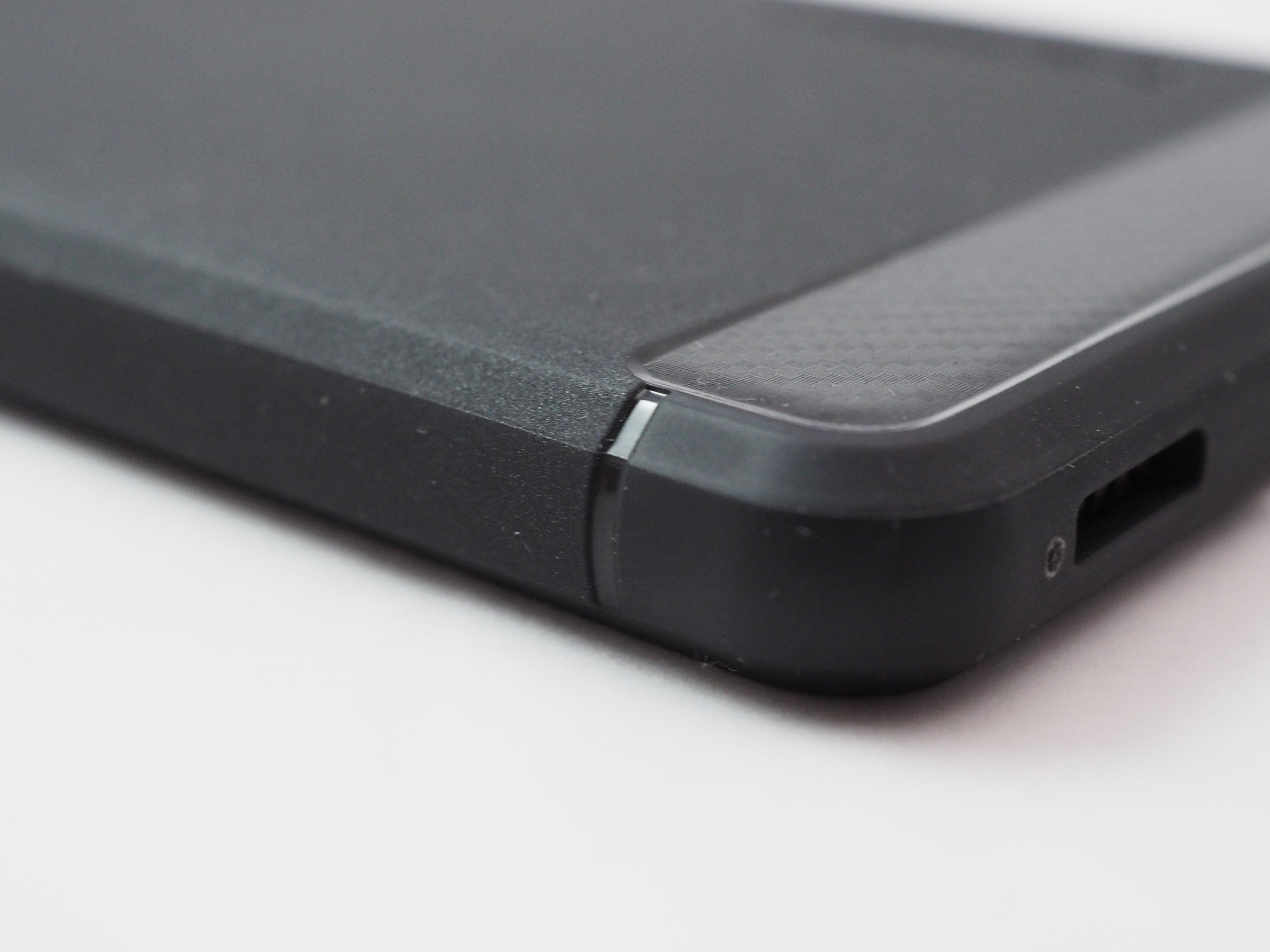 Spigen Huawei P9ラギッド・アーマーカーボン部分下