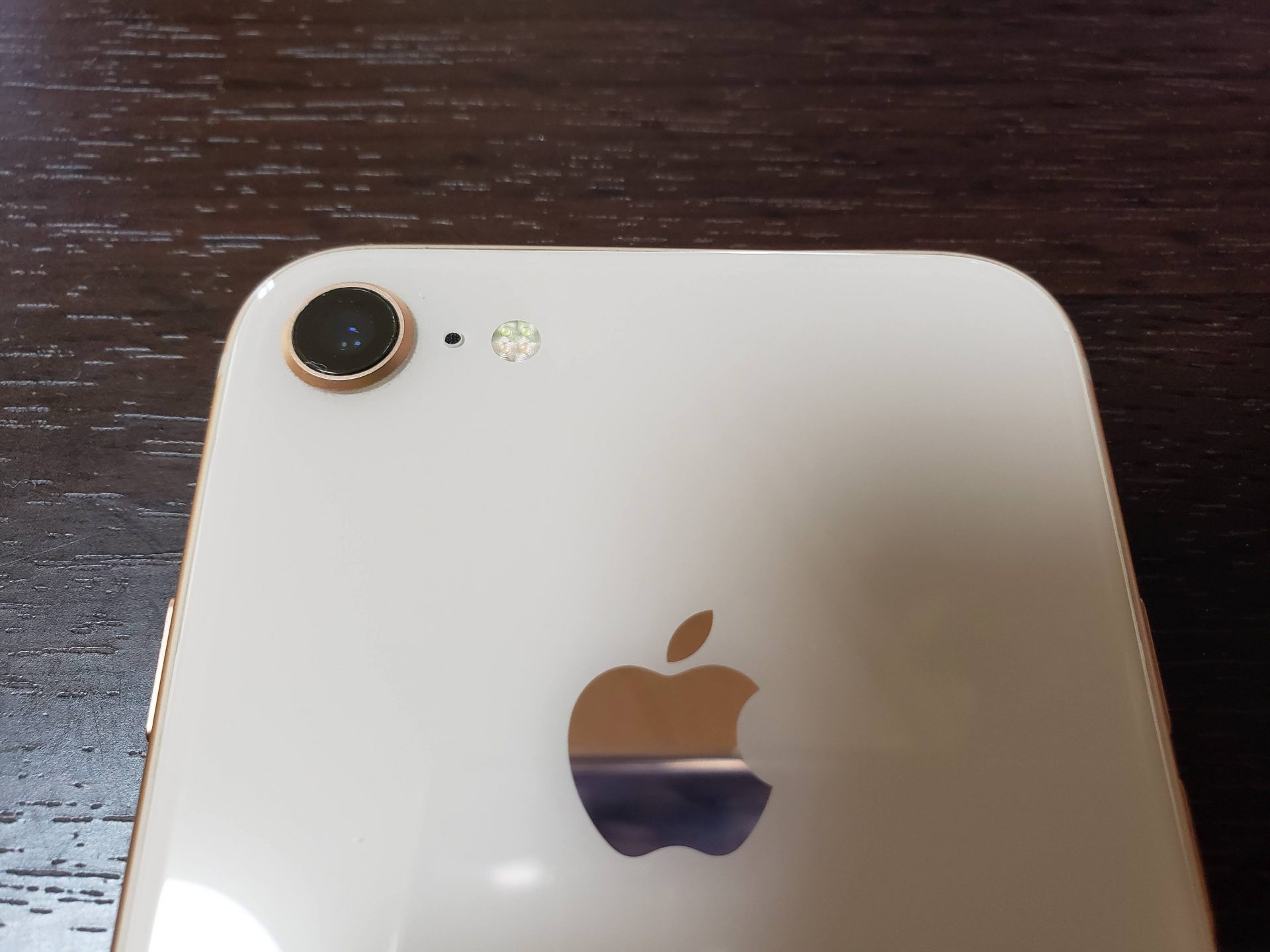 iPhone8裏面上部