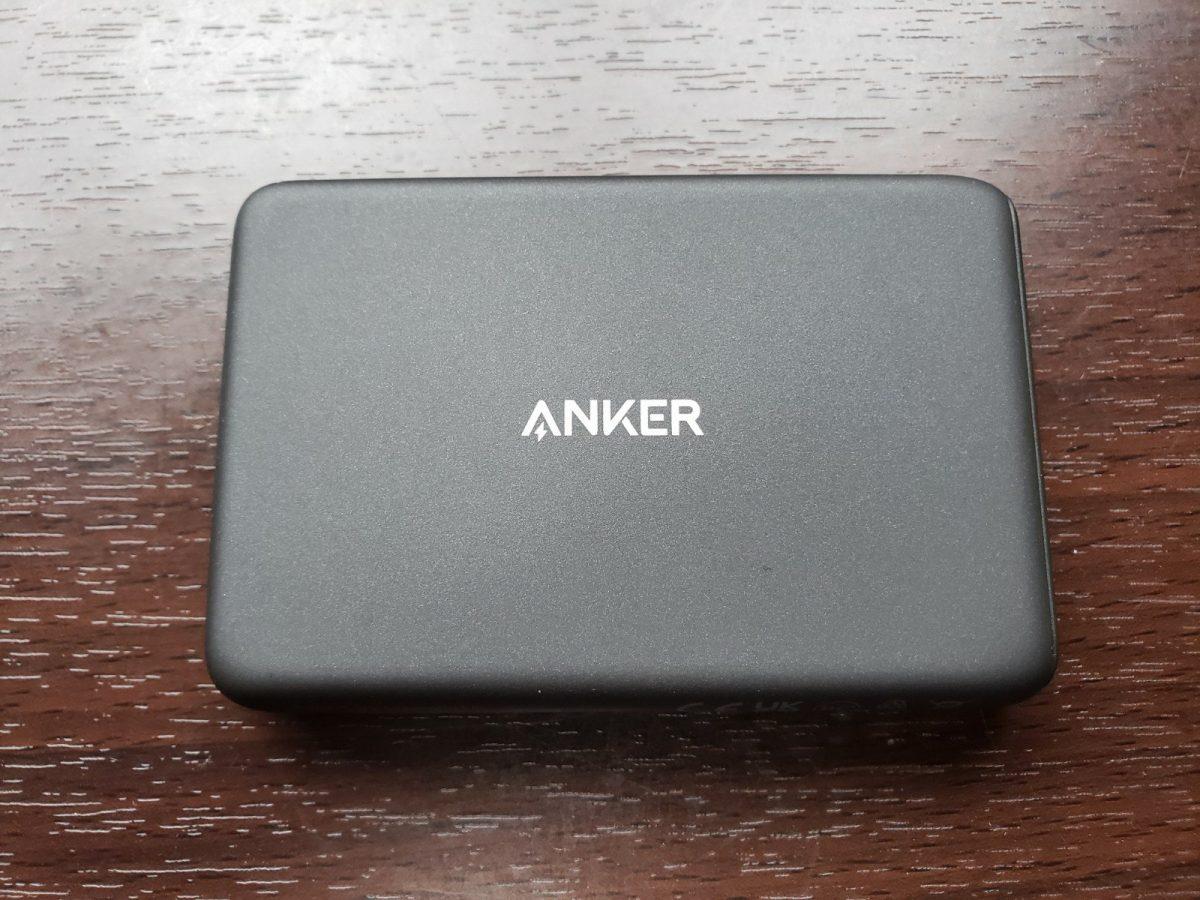軽くて薄いのはいいが普通のモバイルバッテリーを勧めます
